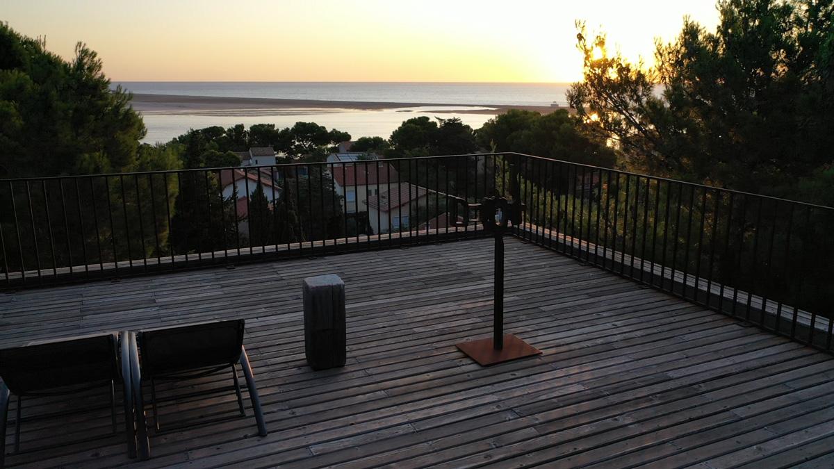 Coucher de soleil sur toit terrasse
